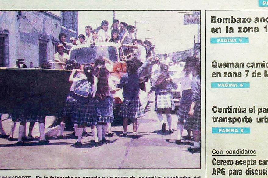 Belemitas tapan  la 10a. avenida, el 17 de mayo de 1990. (Foto: Hemeroteca PL)