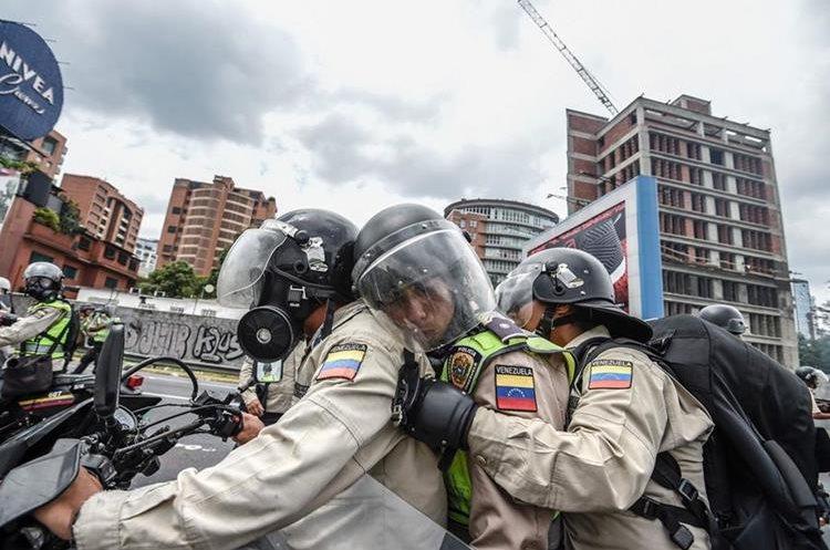 Así se trasladaba la Policía en Caracas para frenar la manifestación.