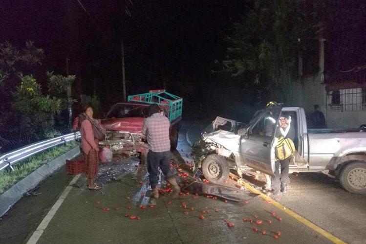 Dos picops chocaron en la zona 3 de Huehuetenango. (Foto Prensa Libre: Mike Castillo)