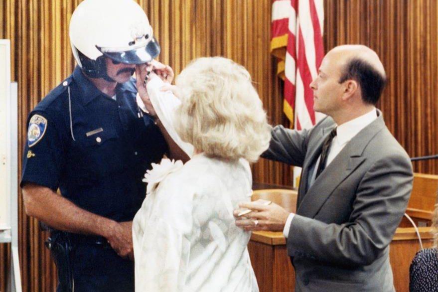 En 1989 Zsa Zsa Gabor abofeteó a un policía estadounidense. (Foto Prensa Libre: AP)