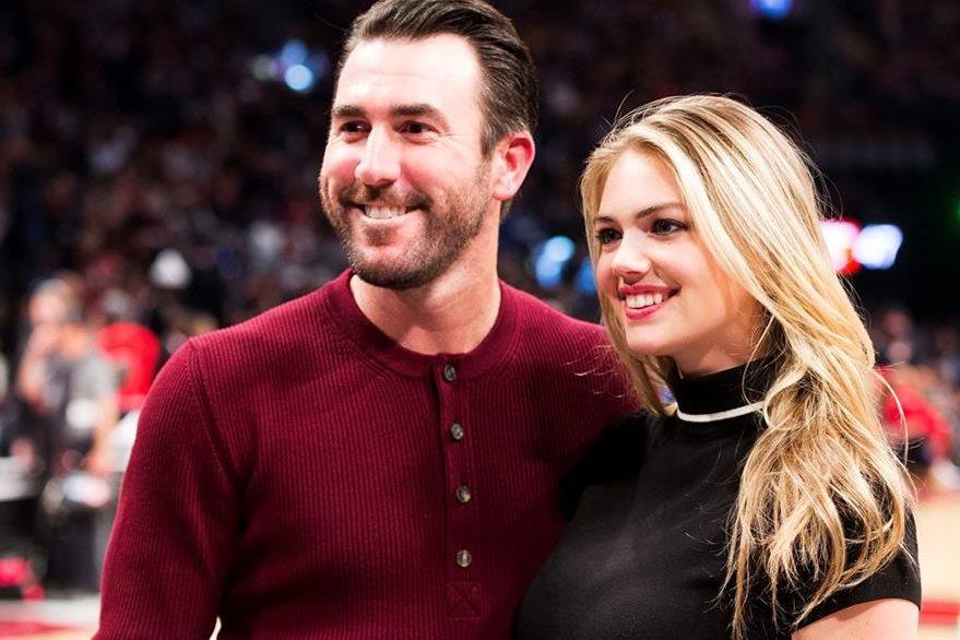 Justin Verlander junto a Kate Upton en una activida deportiva en febrero último. (Foto Prensa Libre: AP)
