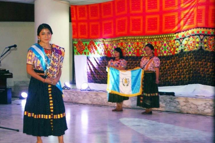 Helen Emilia Paz Enríquez durante su participación en el Certamen Internacional de Belleza Indígena en Panamá. (Foto Prensa Libre: Cortesía Facebook)