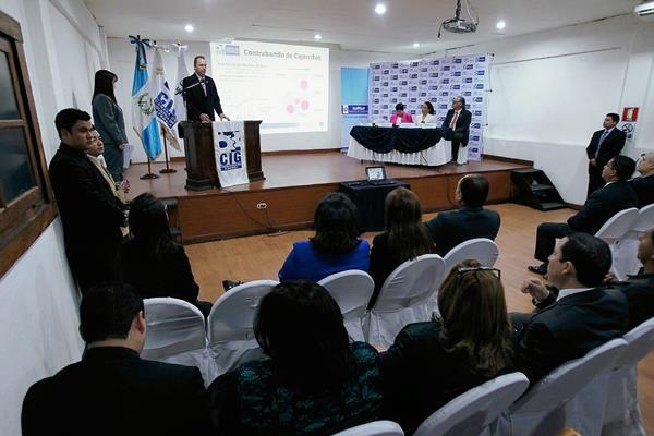 Cámara de Industria y MP presentan aplicación web para denunciar el contrabando. (Foto Prensa Libre: Paulo Raquec).