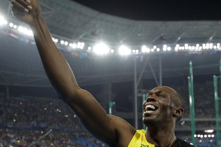 El carismático Usain Bolt se da un baño de gloria. (Foto Prensa Libre: AP)