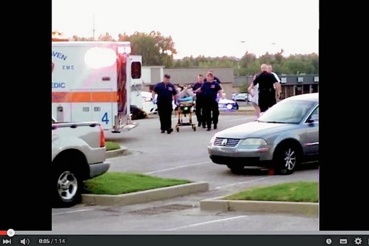 El hombre de Tennessee murió en el norte de Misisipi después de que la policía lo atara en una camilla, indicó un testigo. (Foto: captura de Youtube).