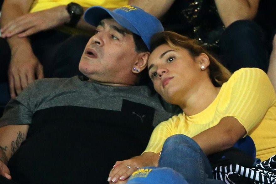 Maradona espera algún día jugar contra Messi. (Foto Prensa Libre: AFP)