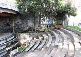 La Plazuela del Marimbista, en la zona 1 de Xela, que se halla en abandono, es utilizada de refugio por personas sin hogar. (Foto Prensa Libre: María José Longo)