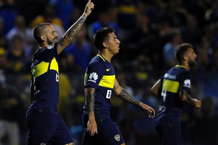 Los jugadores de Boca Juniors, esperan volver a celebrar y ampliar su ventaja en la cima. (Foto Prensa Libre: AFP)