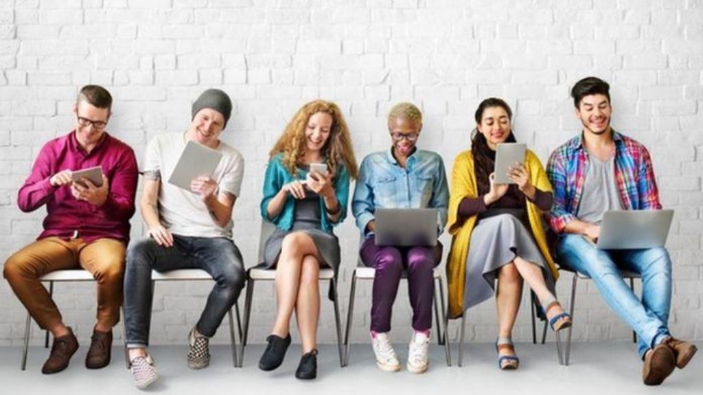 Más de mil millones de personas usan las redes sociales a diario, lo que significa un vasto universo de potenciales candidatos a empleo. THINKSTOCK