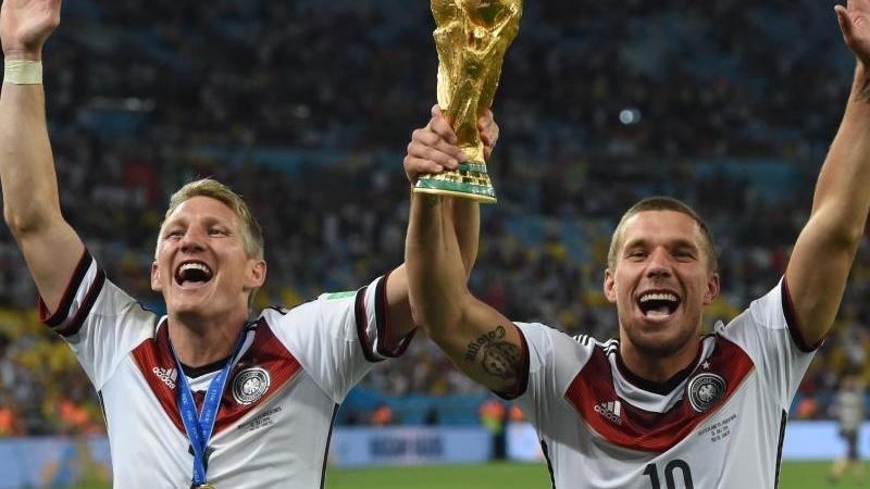 Bastian Schweinsteiger y Lukas Podolski fueron campeones del mundo con Alemania en la Copa del Mundo de Brasil en 2014. (Foto Prensa Libre: Hemeroteca)