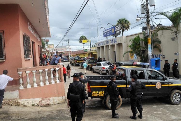 Subestación de Pueblo Nuevo Viñas, Santa Rosa, fue fortalecida con más agentes por la repetición de elecciones a alcalde. (Foto Prensa Libre: Oswaldo Cardona)