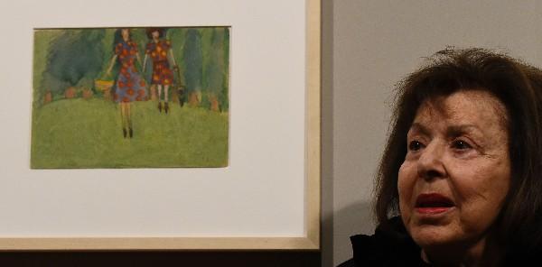 Nelly Toll, única superviviente entre los autores de esos cuadros, quien acudió a Berlín para la inauguración. (Foto Prensa Libre: AFP)