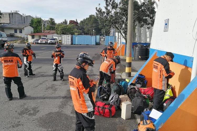 El grupo de rescate viajó a México vía terrestre y se regresó al conocer la decisión de ese país de dar un compás de espera. (Foto Prensa Libre: Conred)