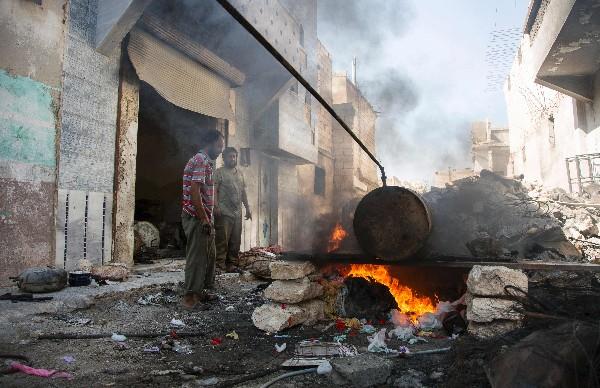 Los ataques aéreos convierten en ruinas la ciudad siria de Alepo. (AFP).