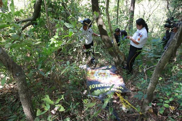 En la finca  Los Ángeles, aldea El Carmen, yace el cadáver de una mujer desmembrada.