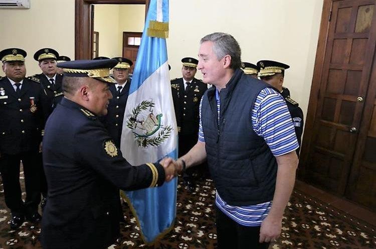 El comisario Carlos Roberto Tohom Esconar fue designado subdirector de Operaciones de la PNC. (Foto Prensa Libre: Mingob)