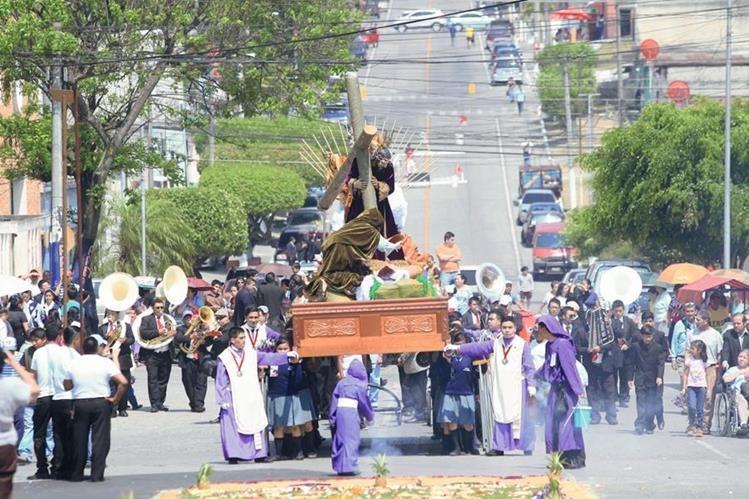 Procesión de Jesús Nazareno Redentor de los Cautivos de la Parroquia Santa Marta zona 3, sale tradicionalmente el quinto domingo de cuaresma. Foto: Hemeroteca PL