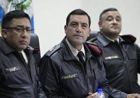 El Ministro de la Defensa, Williams Mansilla, y otros altos mandos del Ejército durante la conferencia de prensa. (Foto Prensa Libre: Carlos Hernández).
