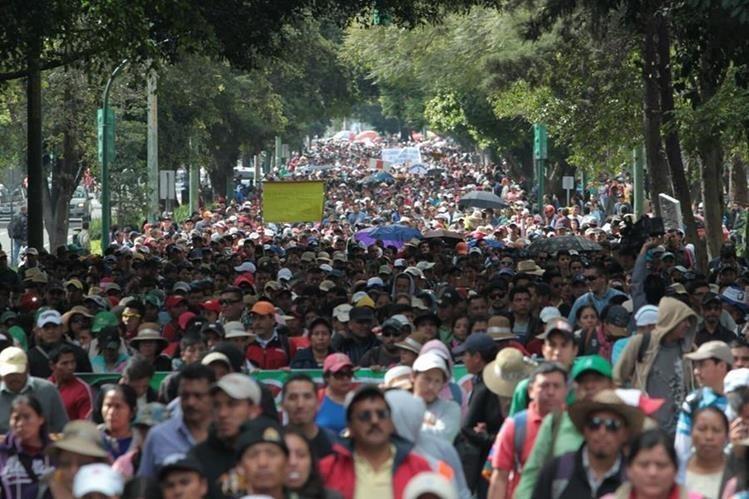 Al menos 134 mil trabajadores serán beneficiados con un bono único que representa un gasto de más de Q400 millones para el Mineduc. (Foto Prensa Libre: Hemeroteca PL)