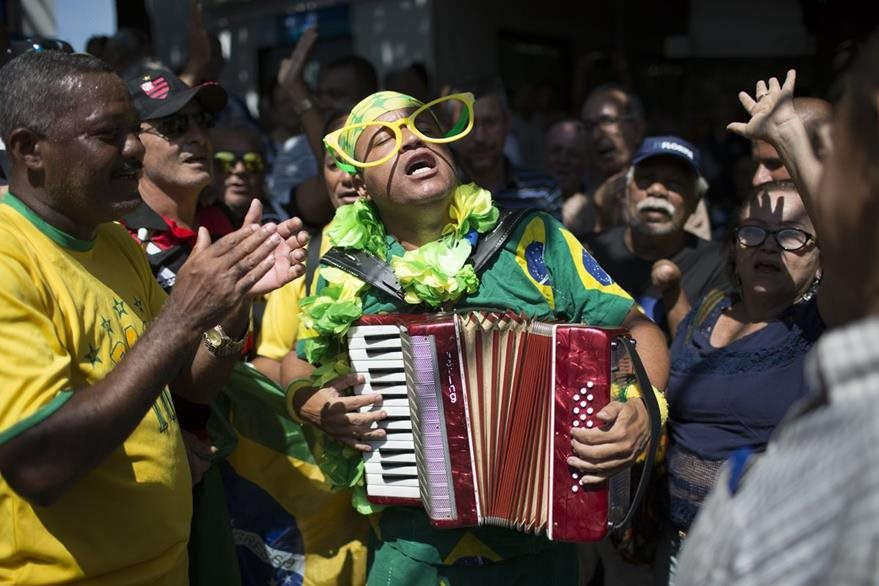 A fan performs during the burial of soccer great Carlos Alberto Torres at a cemetery in Rio de Janeiro, Brazil, Wednesday, Oct. 26, 2016. Torres, the captain of Brazil