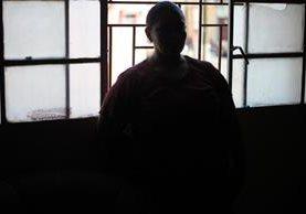 Sandra Elizabeth Meda, de 42 años, su esposo Pedro Najera, fue ultimado en un bus urbano de la ruta 2.(Foto Prensa Libre: Esbin García)
