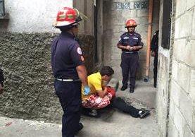 Una persona murió en un ataque armado ocurrido en la zona 5 de la capital. (Foto Presa Libre: Bomberos Municipales)