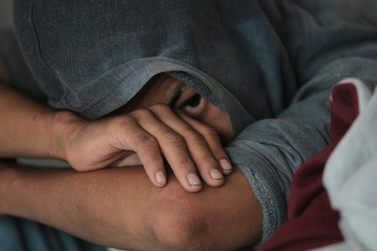 Menor de 14 años capturado junto a otro de 17 y un adulto de 30, señalados de intentar atacar a balazos a un piloto de transporte urbano. (Foto Prensa Libre: Érick Ávila)