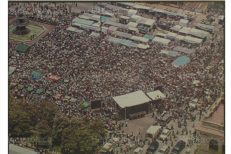 Miles de guatemaltecos protestan contra la resolución que permitía inscribir a Efraín Ríos Montt. (Foto: Hemeroteca PL)