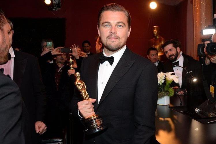 Leonardo DiCaprio logró llevarse el Óscar gracias a su papel en El renacido. (Foto Prensa Libre: AFP)