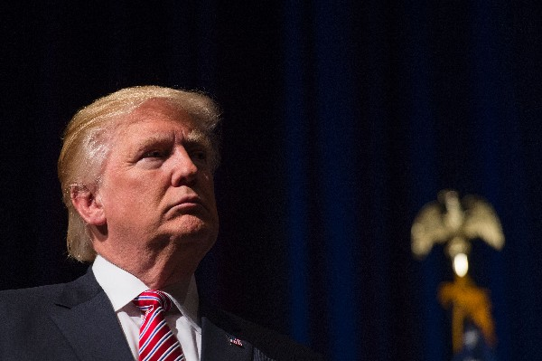 Donald Trump, candidato presidencial republicano participa en un mitin en Virginia. (AFP).