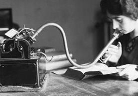 Tener un dictáfono fue, en su tiempo, un símbolo de poder ejecutivo. (GETTY IMAGES)