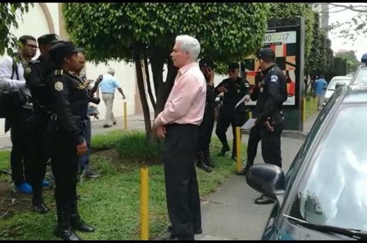 El ex viceministro de Economía y Exteriores fue capturado a las afueras del Hotel Camino Real, zona 10. (Foto Prensa Libre: Cortesía)