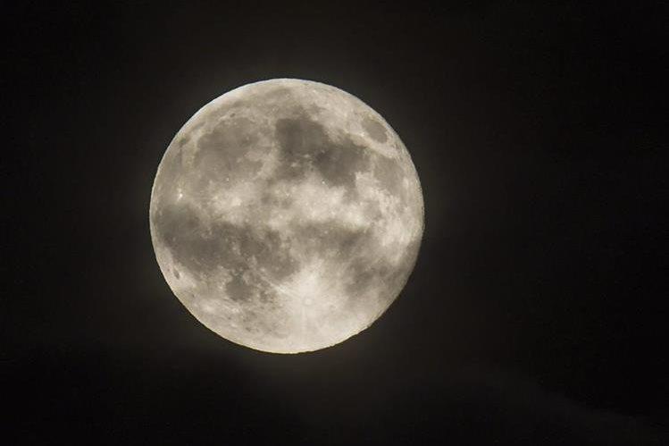 Luna llena. (Foto Prensa Libre: EFE)