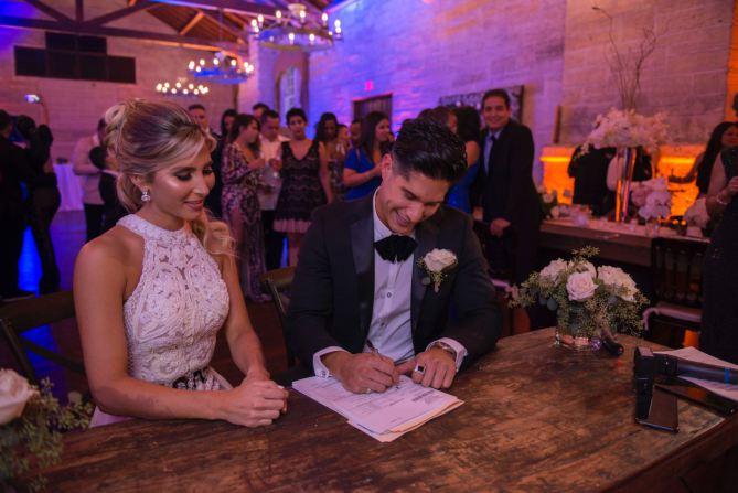 La pareja contrajo matrimonio civil en la ciudad de Coral Gables de Miami, Estados Unidos. (Foto Prensa Libre: People en Español).