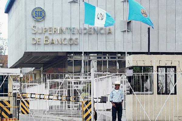Edificio de la Superintendencia de Bancos, en la zona 1 de la ciudad de Guatemala. (Foto Prensa Libre: Hemeroteca PL).