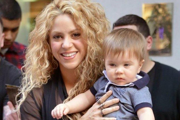 La cantante Shakira permaneció junto a su hijo Sasha durante el tiempo que estuvo internado. (Foto Prensa Libre: Bekia)