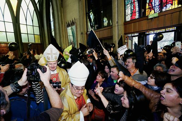 El polémico obispo de Osorno, Juan Barros. (Foto Prensa Libre: AP).