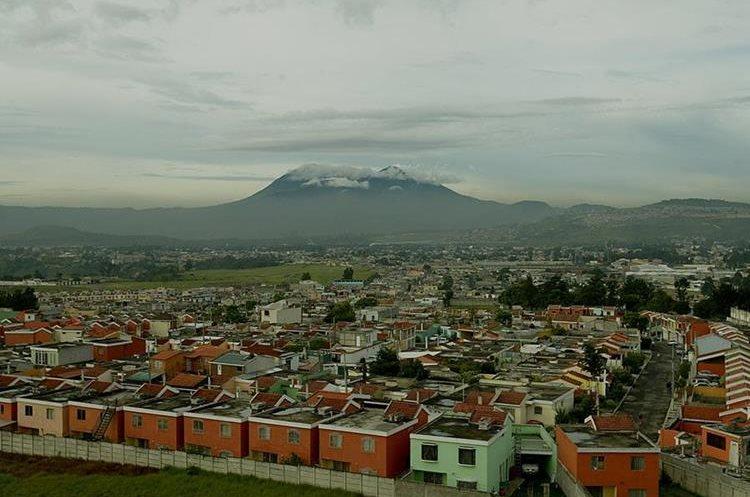 Según los ingenieros Villa Nueva tiene la topografía adecuada para este tipo de transporte aéreo.(Prensa Libre: Hemeroteca)