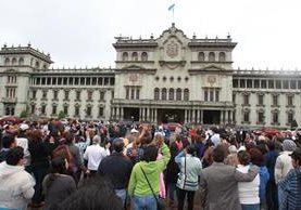 Varias jornadas de oración se han efectuado frente al Palacio Nacional de la Cultura. (Foto Prensa Libre: Hemeroteca PL)