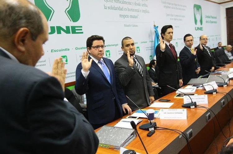 Integrantes del gabinete económico fueron juramentados previo a la citación con la bancada UNE. (Foto Prensa Libre: Urías Gamarro)