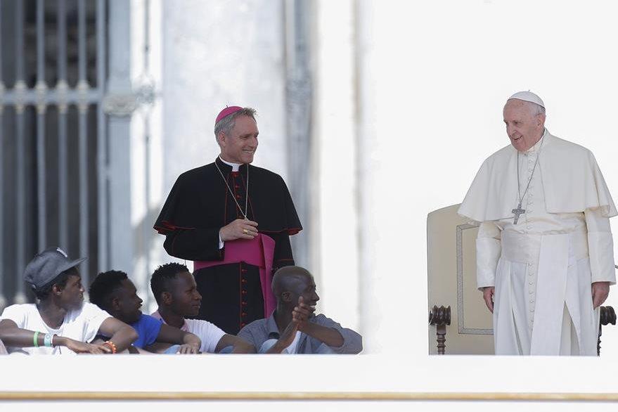 Francisco pidió al mundo clemencia para los refugiados. (Foto Prensa Libre: AP).