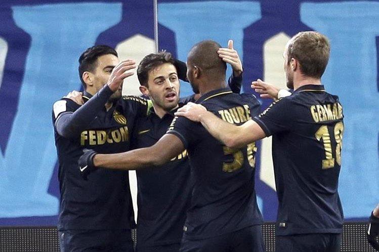 El Mónaco dio un golpe al Marsella y está en la cima del torneo francés. (Foto Prensa Libre: AP)