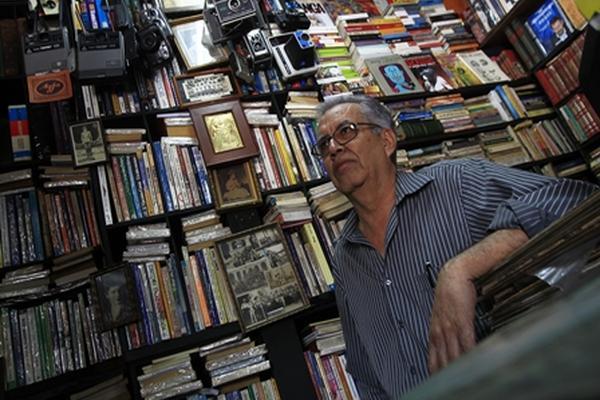 <p>En la  librería el Búho, Eduardo Gálvez cuenta con ejemplares antiguos además de varias  colecciones de revistas clásicas. (Foto Prensa Libre: Álvaro Interiano)<br></p>