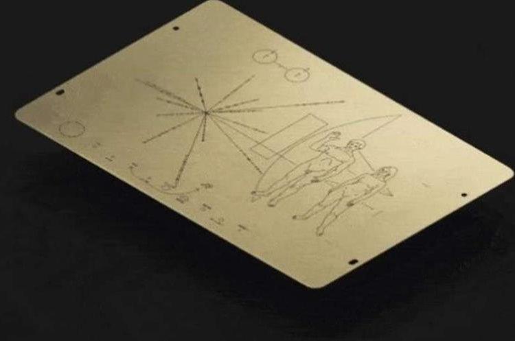 Réplica de los dibujos plasmados en planchas de oro. (Foto del sitio clarin.com)