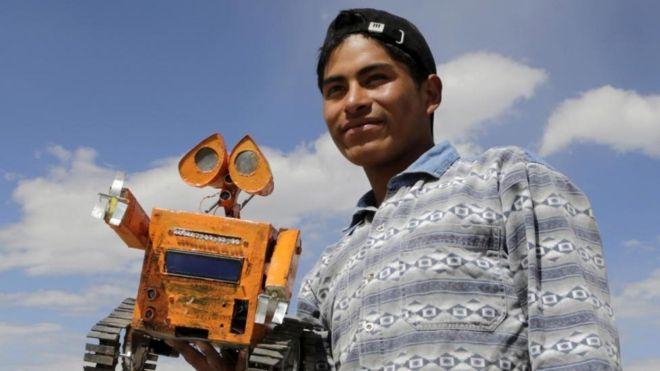 A sus 18 años ya es todo un genio de la robótica, pero sueña con mucho más. (REUTERS/DAVID MERCADO)