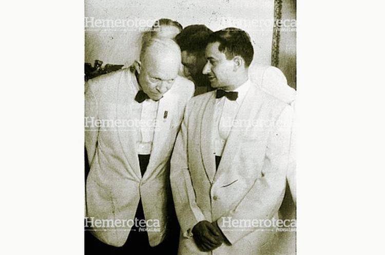Dwight Eisenhower y Carlos Castillo Armas, presidentes de Estados Unidos y Guatemala, respectivamente. (Foto: Hemeroteca PL)