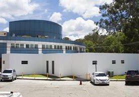 Terreno donde se construyó el nuevo edificio era utilizado como parqueo para personal del hospital.(Foto Prensa Libre: Fundación Juan Bautista)