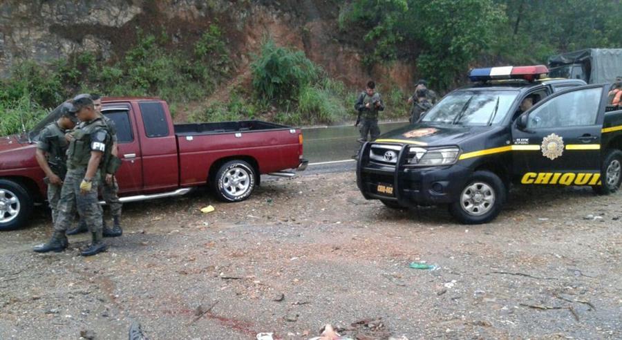 Lugar donde fue localizado el cadáver, en la orilla de carretera de Chiquimula. (Foto Prensa Libre: Edwin Paxtor)