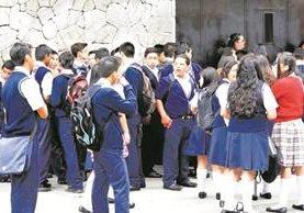 Algunos centros educativos de la capital están en el programa Escuelas Seguras del Ministerio de Gobernación. (Foto Prensa Libre: Hemeroteca PL)