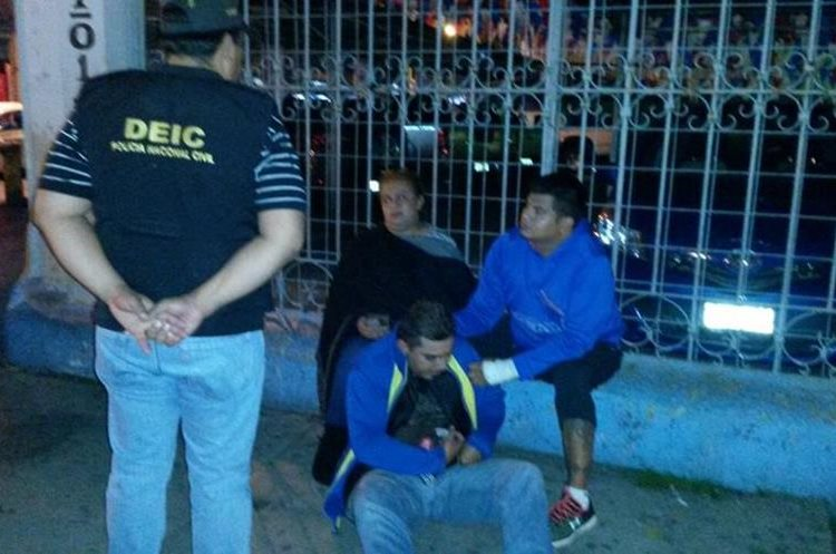 Miembros de la red detenidos en la zona 9 en octubre de 2016. Foto Prensa Libre: PNC